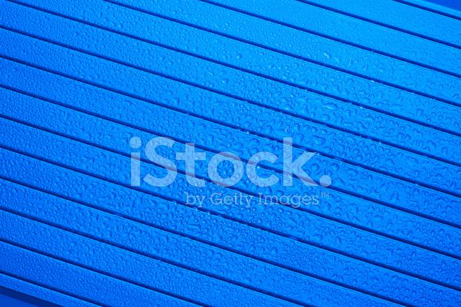 Gocce Dacqua Su Sfondo Blu Metallizzato Fotografie Stock