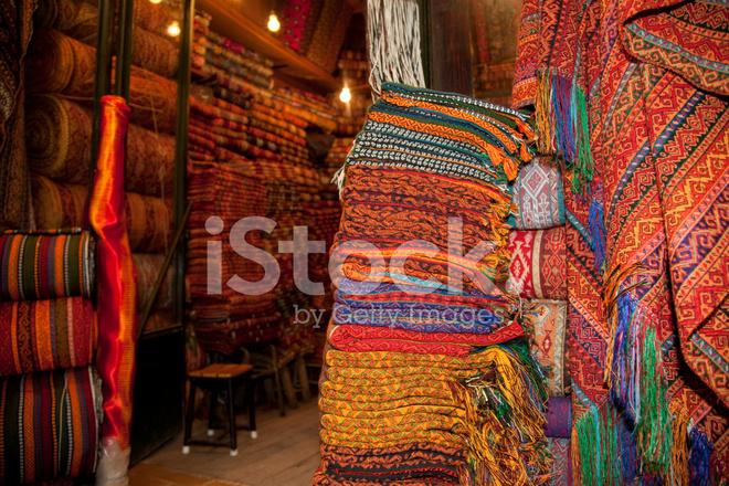 Coloridos Textiles Y Tienda De Alfombras En El Gran Bazar