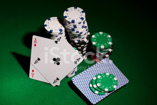 Due assi e due re a poker