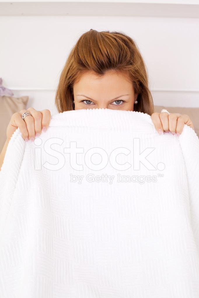 Vrouw Gluren Uit Onder DE Stockfoto\'s - FreeImages.com