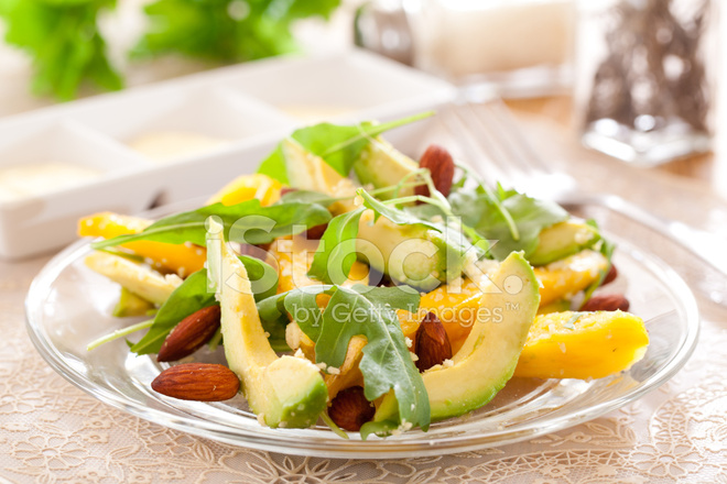 Веганский салат с авокадо