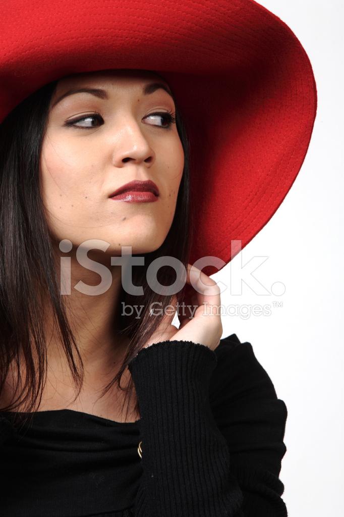 обнаженных черная телка в красной шляпе сосет что ира оставит
