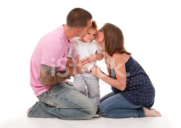 Kussen Voor Peuter : Peuter kussen krijgen van pappa en mamma stockfoto s freeimages