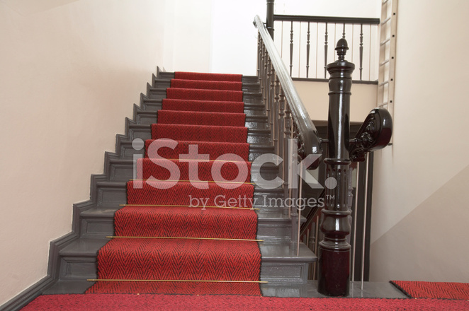 Scale ricoperte di moquette rossa fotografie stock   freeimages.com