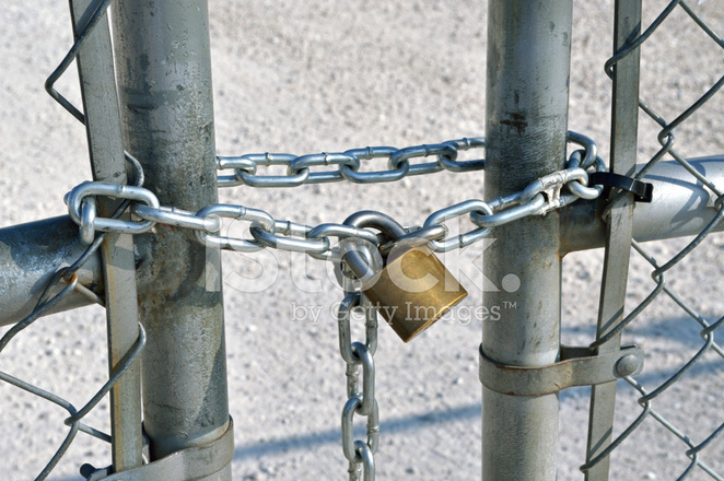 Pad Lock UND Kette Auf Zaun Stockfotos - FreeImages.com