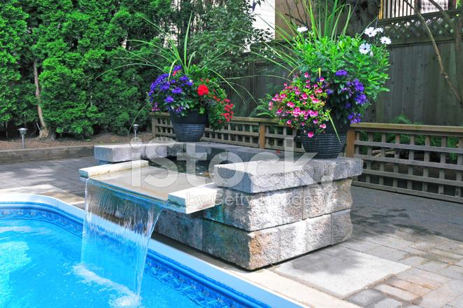 Hinterhof Pool Mit Wasserfall Stockfotos Freeimages Com
