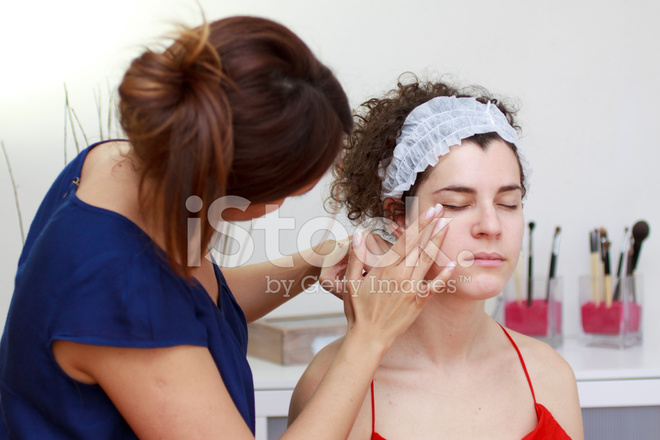 beautician making up a lady stock photos freeimages com