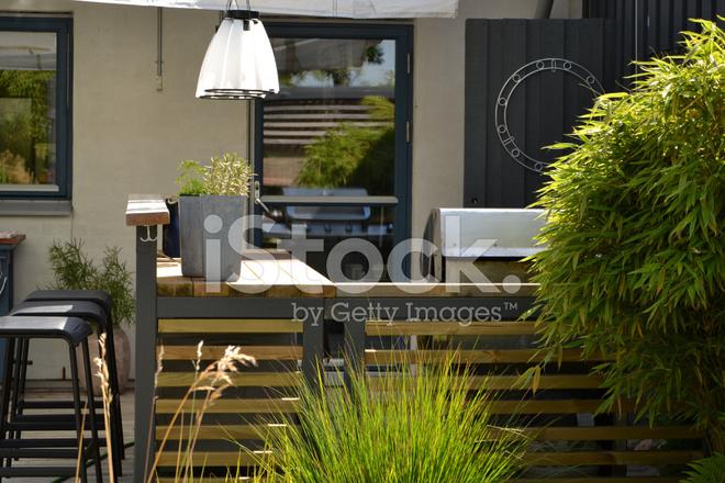 Outdoor Küche Mit Gas : Outdoor küche mit edelstahl gasgrill stockfotos freeimages