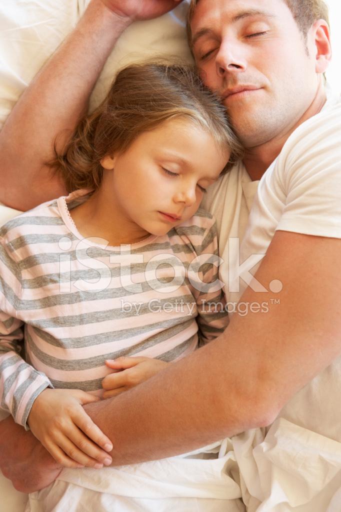 смотреть дочка спит с папа