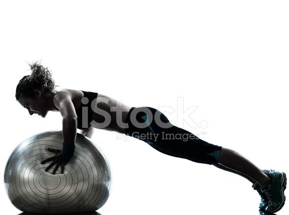 Ejercicios DE Pelota DE Fitness Ejercicio Mujer Fotografías de stock ... 2f9ce249efd0