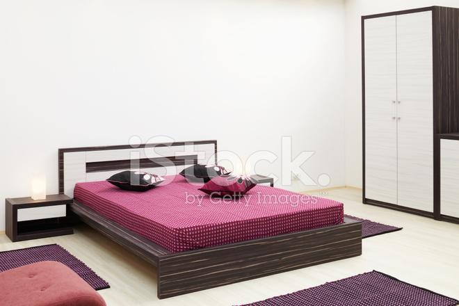 Camere Da Letto Viola : Camera da letto di viola fotografie stock freeimages.com