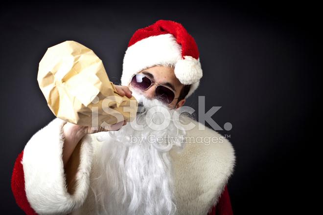 Babbo Natale Ubriaco.Ubriaco Babbo Natale Con Una Bottiglia Fotografie Stock Freeimages Com