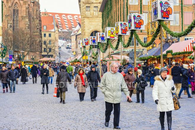 christmas shopping in n rnberg nuremberg stock photos. Black Bedroom Furniture Sets. Home Design Ideas