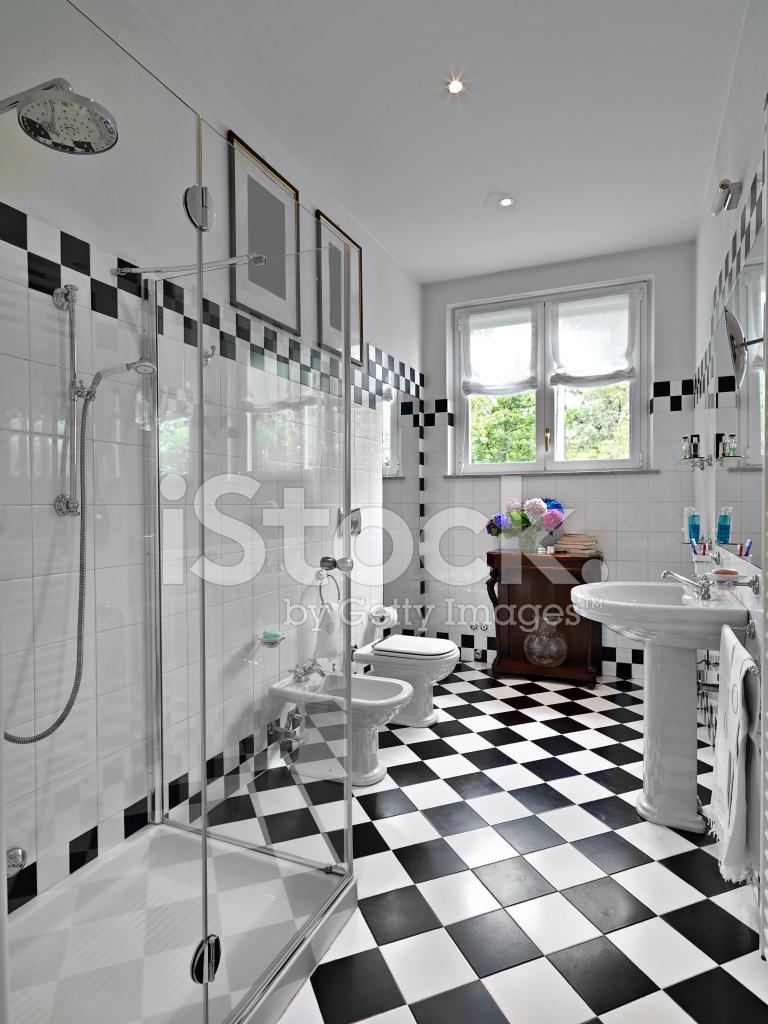Moderno Cuarto DE Baño En Blanco Y Negro Fotografías de stock ...