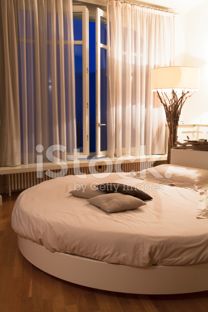 Chambre À Coucher Romantique Tombée DE LA Nuit Photos - FreeImages.com