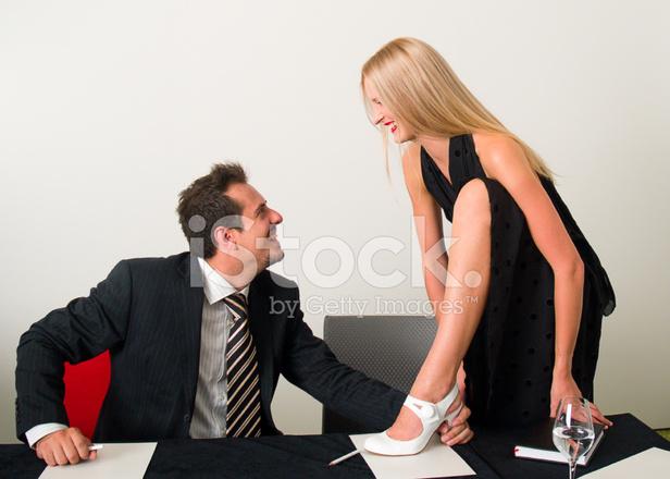 Секс начальник порет секретаршу на столе