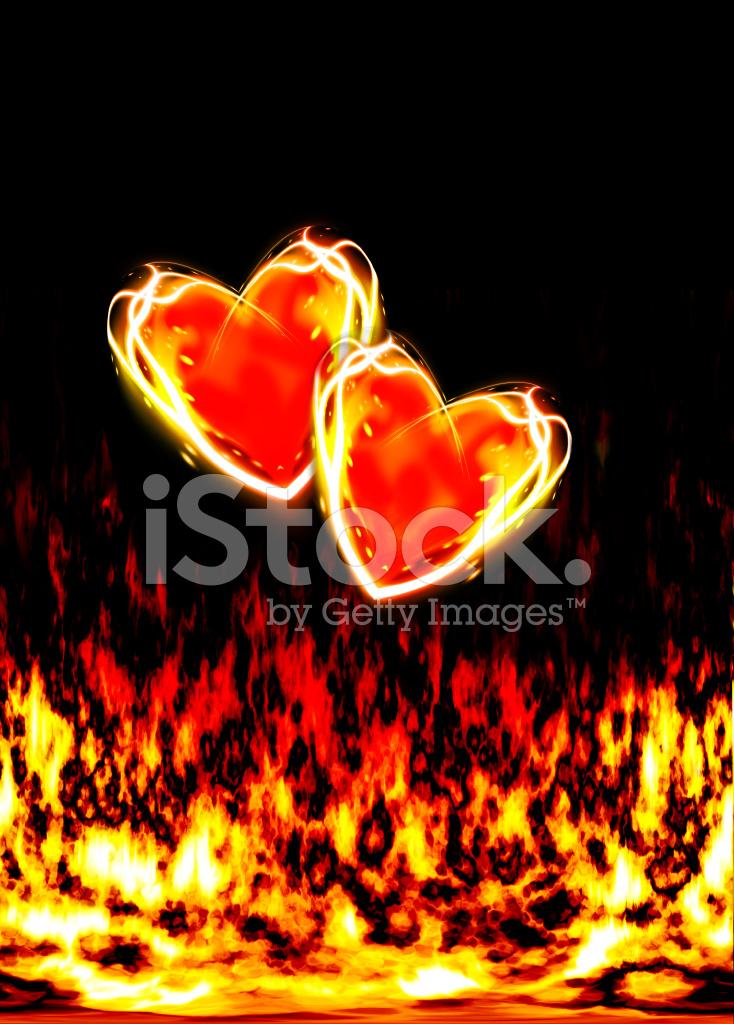 Schwarze Tapete Gl?nzend : Zwei Liebende Herzen, Brennen IN Den Flammen Der Liebe stockfotos
