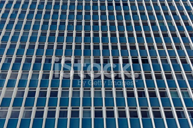 Fa ade d 39 un immeuble de bureaux moderne photos for Facade immeuble moderne