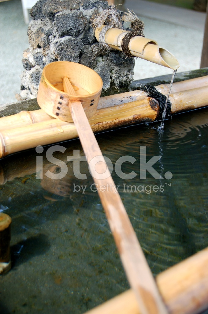 Traditionelle Bambus Brunnen In Japan Stockfotos Freeimages Com
