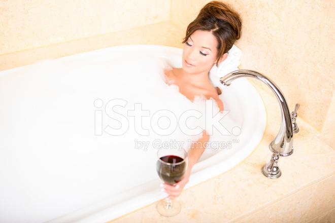 black-nude-woman-in-bubble-bath