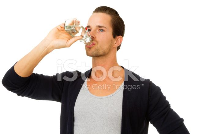 人 たくさん 水 を 飲む 水をたくさん飲むようになってわかったこと