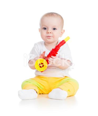 音楽のおもちゃで遊んで面白い赤ちゃん女の子 ストックフォト Freeimages Com