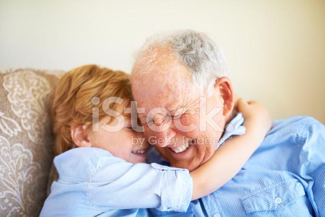 Усатый старик лижет пизду малолетке