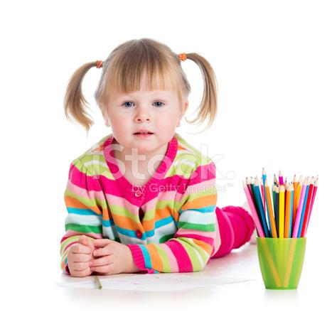 Kid Fille Dessin Aux Crayons Colorés Photos Freeimages Com