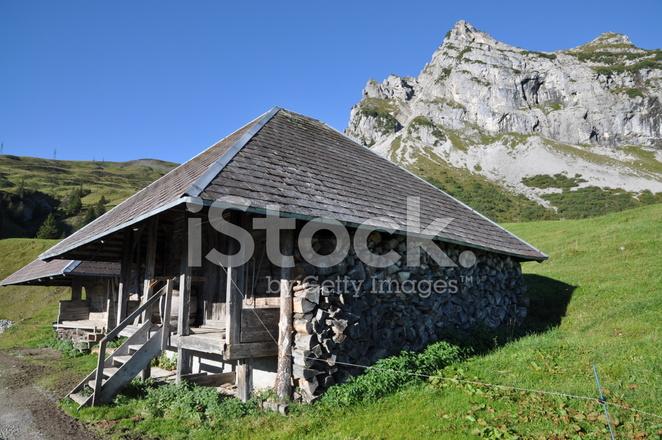 baita di montagna in svizzera fotografie stock