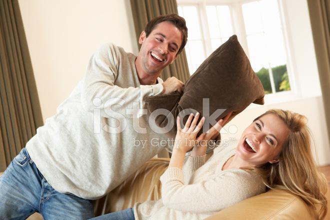 Молодая русская пара на диване — photo 13