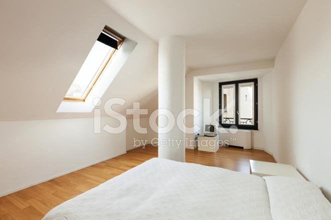 Soppalco Stanza Da Letto : Interni ampio soppalco camera da letto fotografie stock