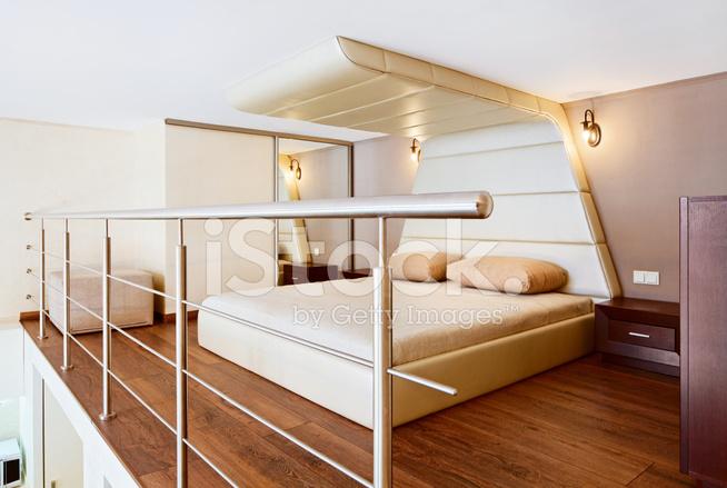 Interni camera da letto in stile moderno minimalismo nei toni del beige fotografie stock - Camera da letto beige ...