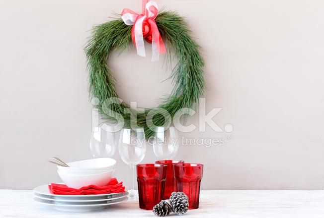 Decorare Tavola Di Natale Fai Da Te : Corona di natale fai da te fatta di aghi di pino decorazioni