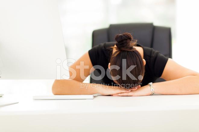 Femme d affaires dormir dans son bureau photos freeimages