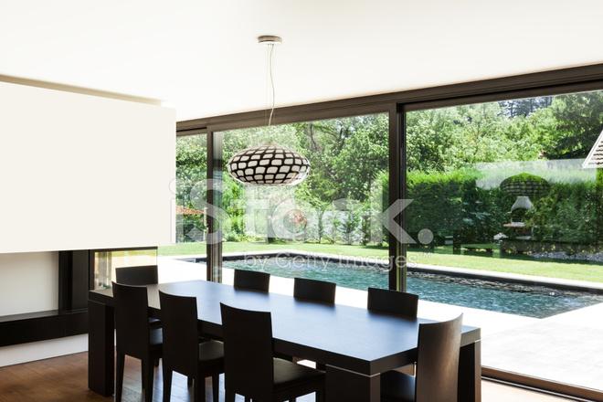 Moderne villa interieur eettafel stockfoto s freeimages