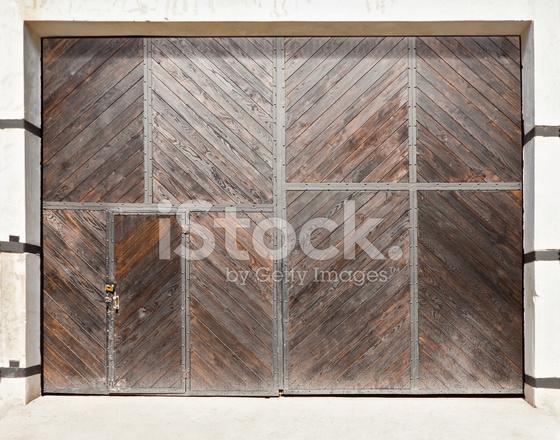 Grandes Puertas De Madera Fotografias De Stock Freeimages Com