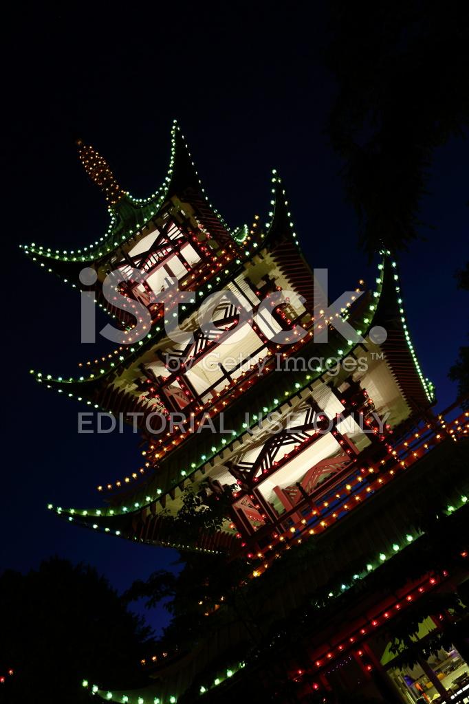 les jardins de tivoli par nuit la tour japonaise - Jardins De Tivoli