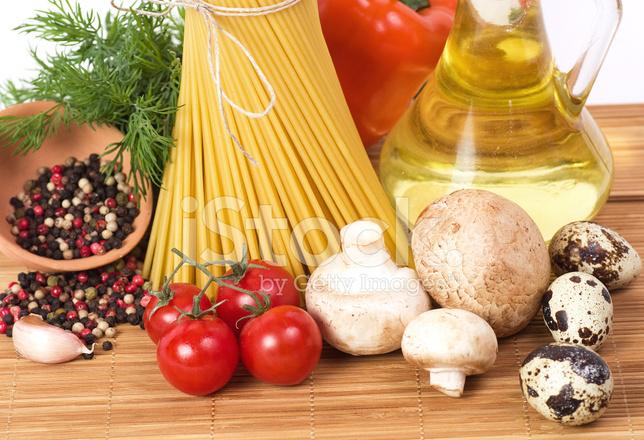 Italienische Pasta Mit Gemüse Olivenöl Und Gewürzen Stockfotos