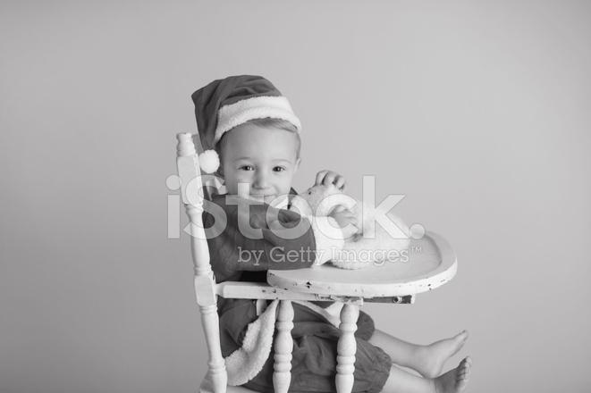 Baby Zitten Stoel.Baby Zitten In Hoge Stoel Dragen Santa Kostuum Stockfoto S