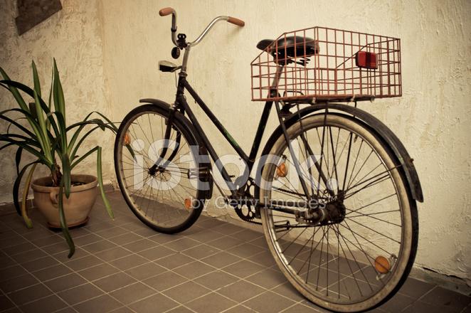 Alten Retro Fahrrad Lehnte Die Wand Stockfotos Freeimages Com