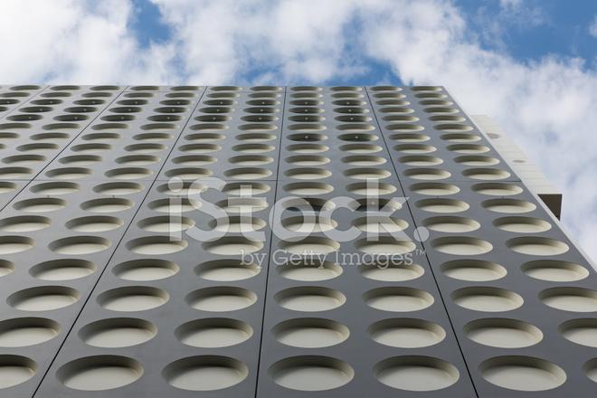 Façade avec motif symétrique dun immeuble de bureaux moderne photos