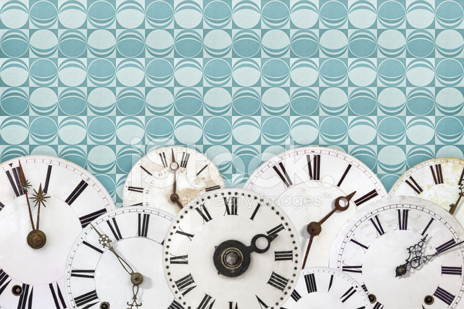 Conjunto de reloj vintage se enfrenta contra un fondo de - Reloj pintado en la pared ...