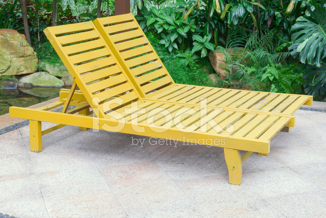Tuin Lounge Stoel : Twee lounge stoelen in tuin stockfoto s freeimages