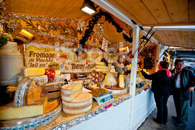 Paris Weihnachtsmarkt.Weihnachtsmarkt In Ein Paar Stockfotos Freeimages Com