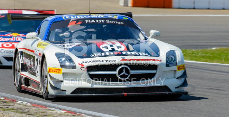 Voiture De Course Mercedes Benz Sls Amg Gt3 Sur Le Circuit Photos