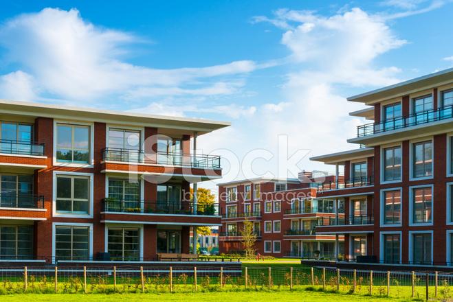 Moderne Mehrfamilienhäuser Bilder moderne mehrfamilienhäuser stockfotos freeimages com