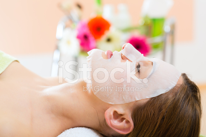 Spa wellness frau  Wellness Frau Immer Gesichtsmaske IN Spa Stockfotos - FreeImages.com