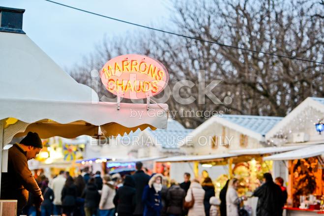Paris Weihnachtsmarkt.Weihnachtsmarkt In Gebratene Kastanien Stockfotos Freeimages Com