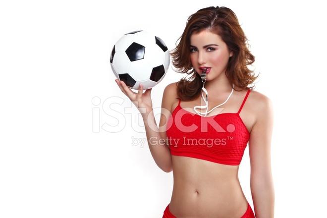 Premium Stock Photo of Provocativas Mujer Sosteniendo UNA Pelota DE Fútbol  Sobre Fondo Blanco 6d060be6d24e2
