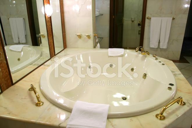 Jacuzzi Dans LA Salle DE Bains Moderne Photos - FreeImages.com